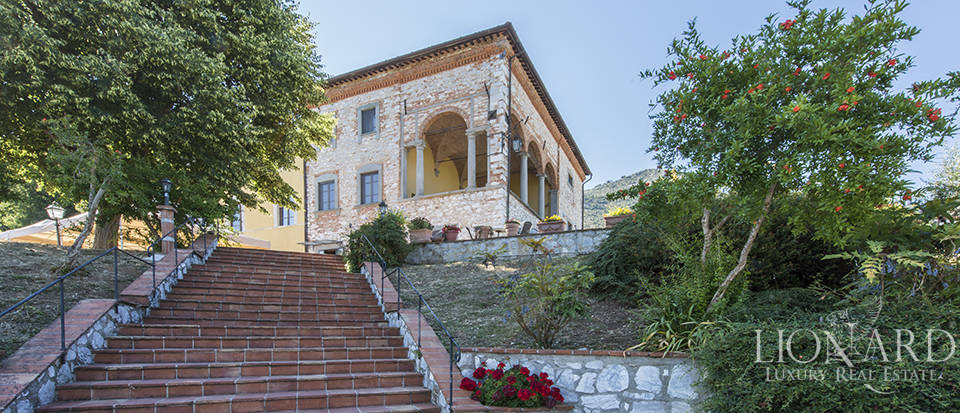Luxury villa for sale in Tuscany Image 4