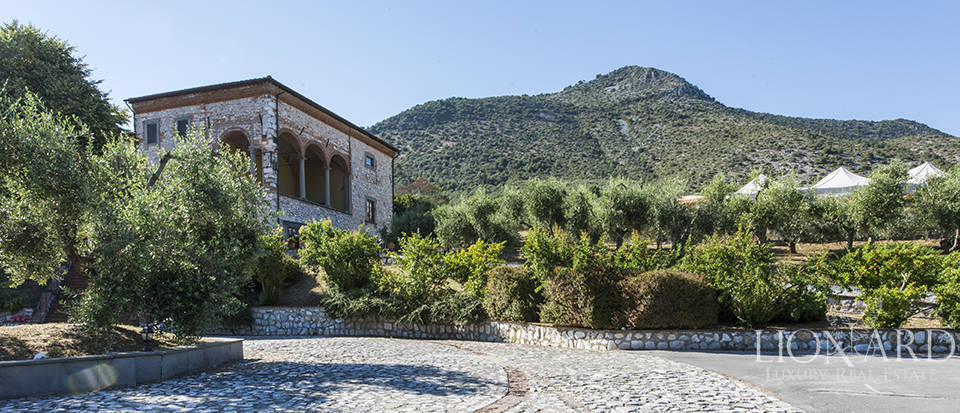 Luxury villa for sale in Tuscany Image 1