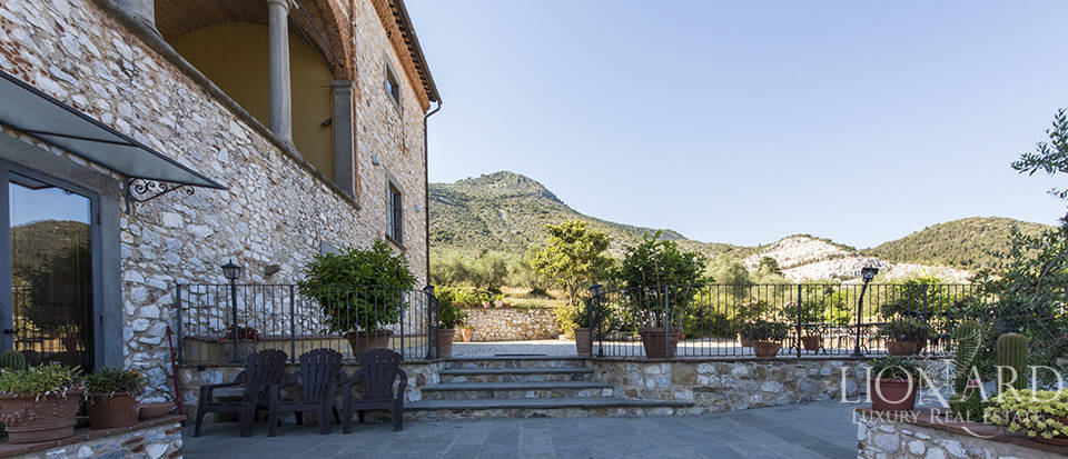 Luxury villa for sale in Tuscany Image 3