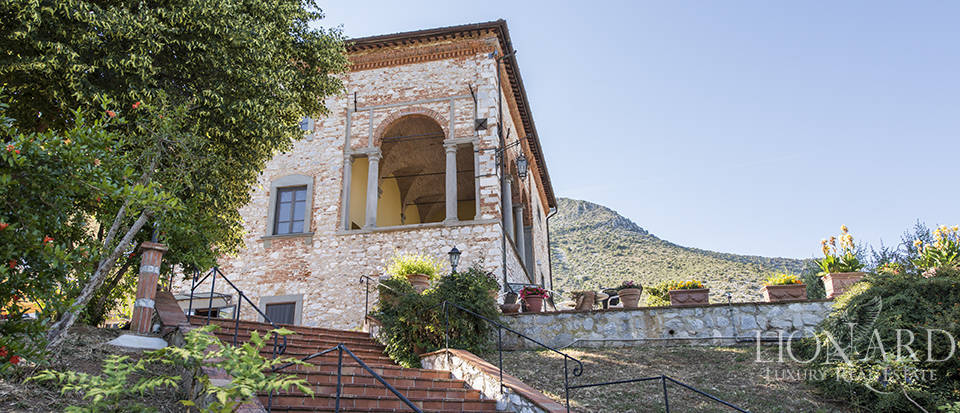 Luxury villa for sale in Tuscany Image 2