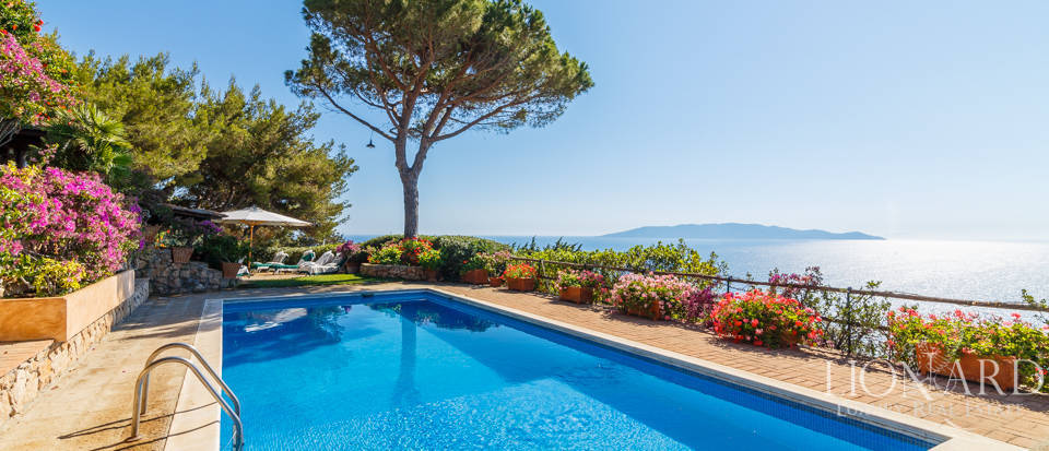 Luxury villa for sale in Mount Argentario Image 4