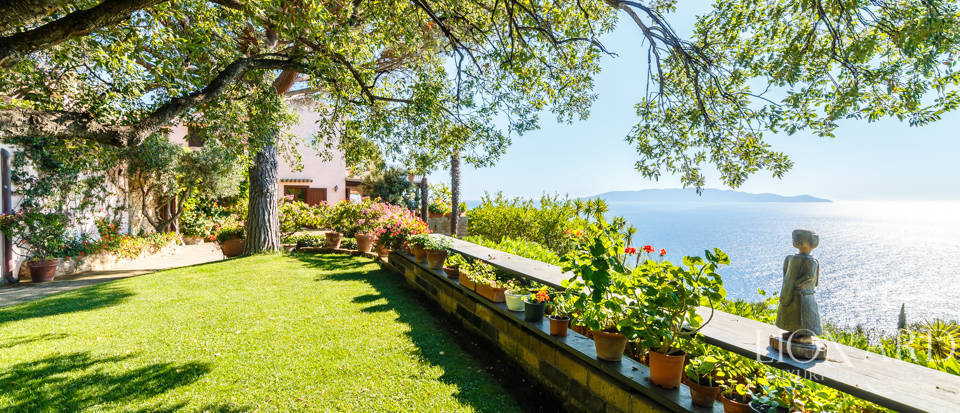 Luxury villa for sale in Mount Argentario Image 16