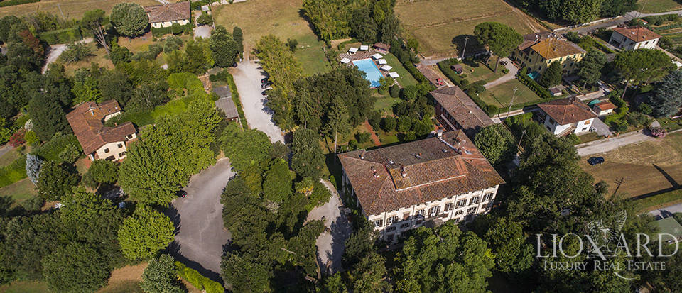 Refined villa for sale in Tuscany Image 47