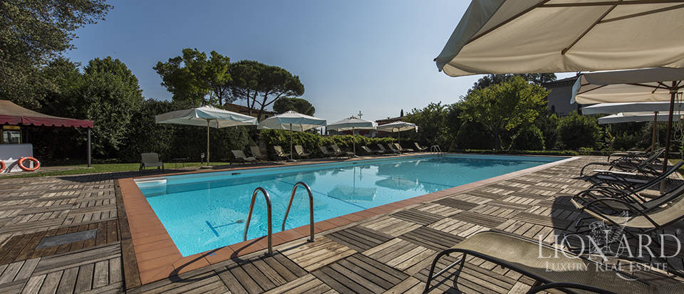 Refined villa for sale in Tuscany Image 8