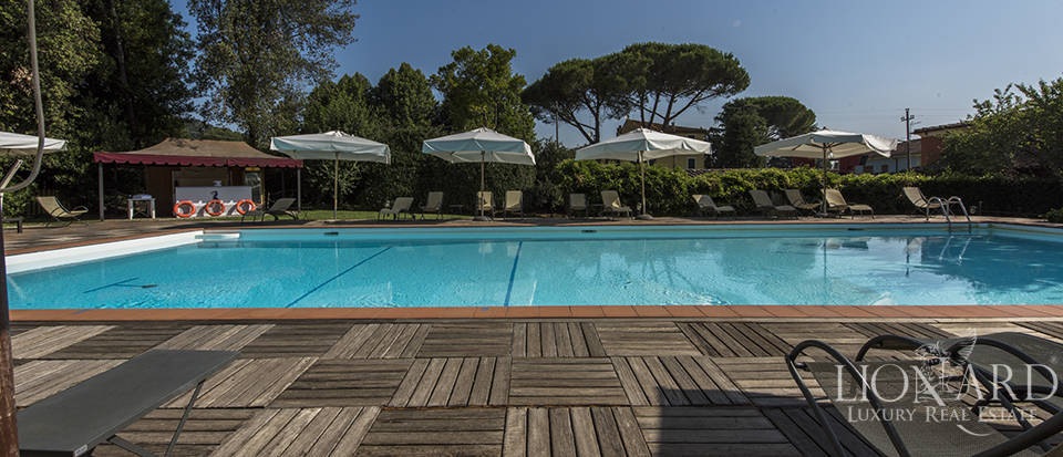 Refined villa for sale in Tuscany Image 9