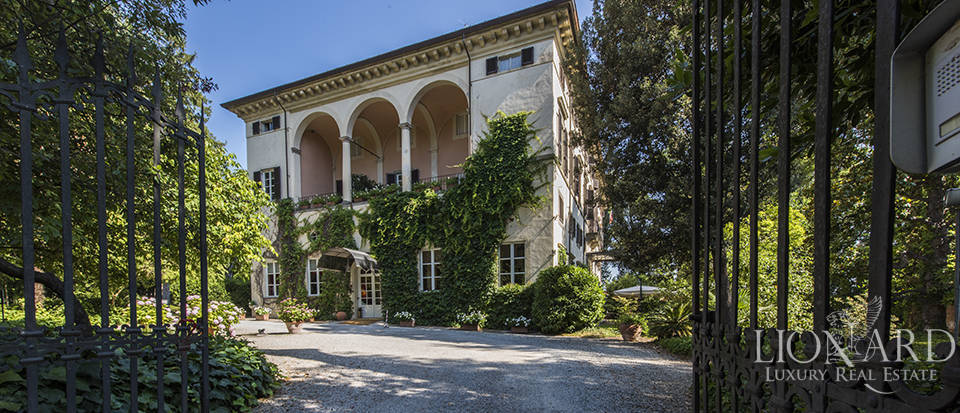 Refined villa for sale in Tuscany Image 3