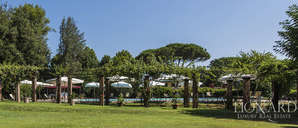 Refined villa for sale in Tuscany Image 7