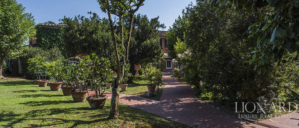 Refined villa for sale in Tuscany Image 12