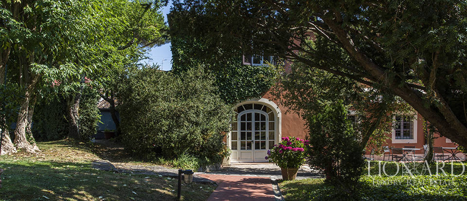 Refined villa for sale in Tuscany Image 13