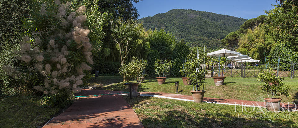 Refined villa for sale in Tuscany Image 52