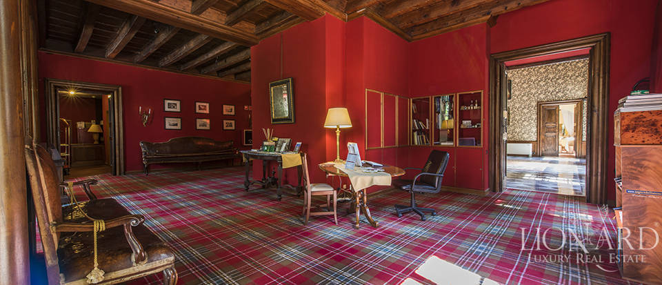 Refined villa for sale in Tuscany Image 32