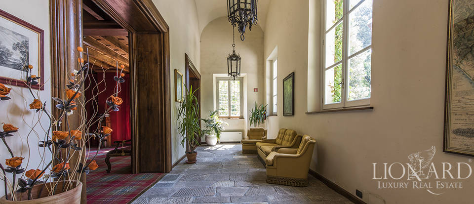 Refined villa for sale in Tuscany Image 36