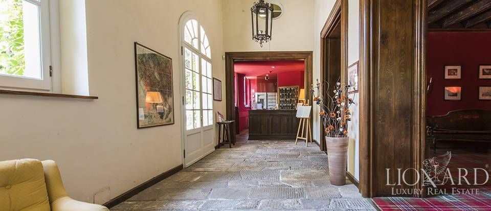 Refined villa for sale in Tuscany Image 37