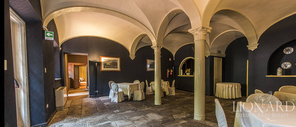 Refined villa for sale in Tuscany Image 18