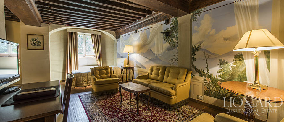 Refined villa for sale in Tuscany Image 41