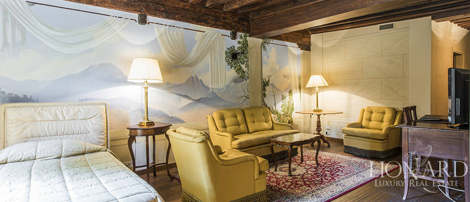 Refined villa for sale in Tuscany Image 43