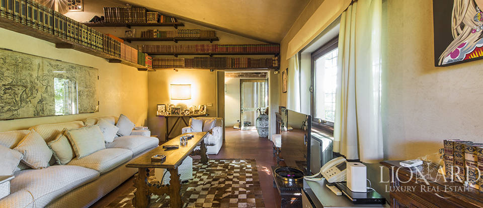Tuscan villa for sale in Fiesole Image 32