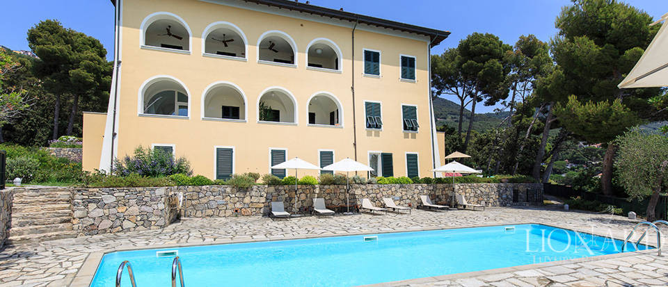 Sea-front apartment in Liguria Image 12