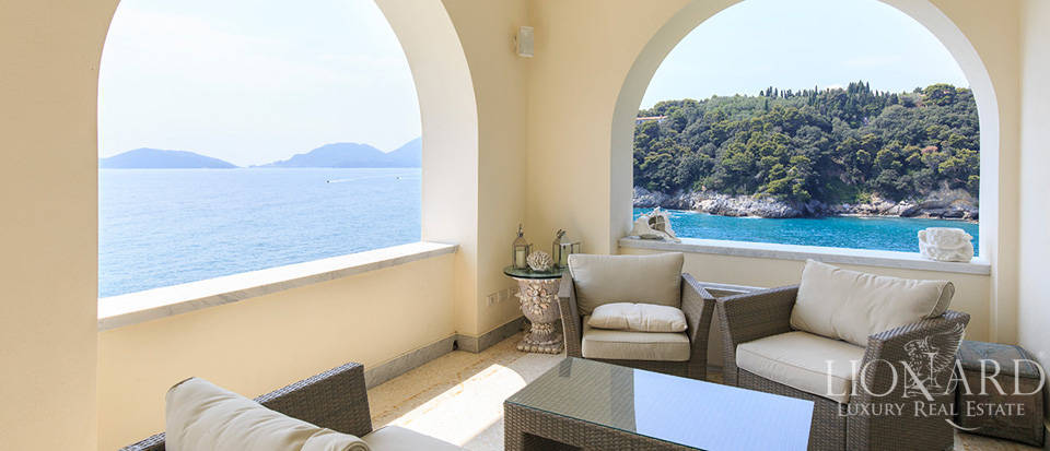 Sea-front apartment in Liguria Image 25