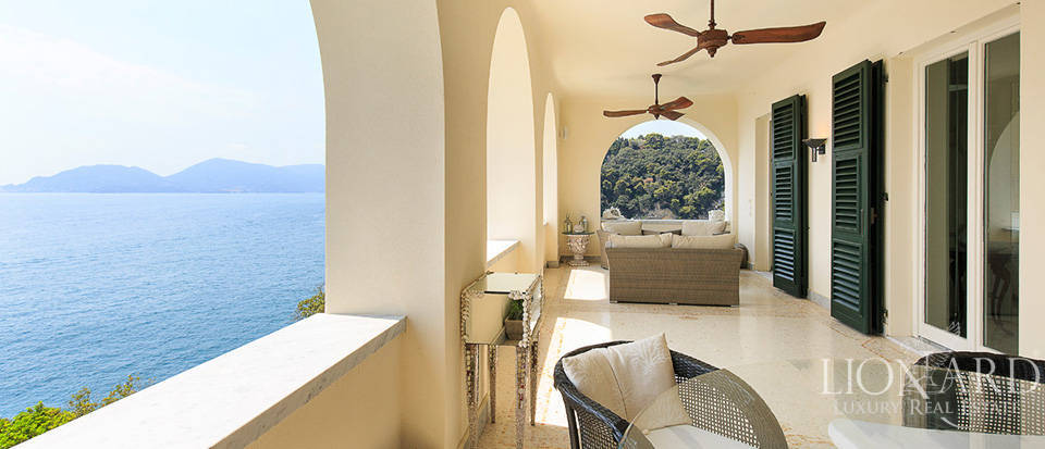 Sea-front apartment in Liguria Image 26