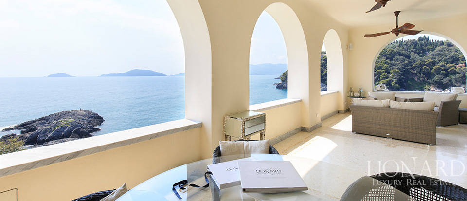 Sea-front apartment in Liguria Image 29