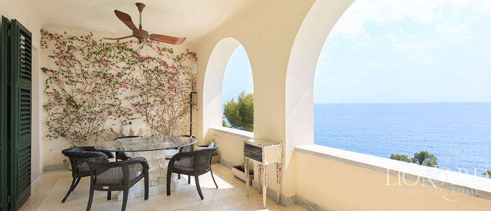 Sea-front apartment in Liguria Image 28
