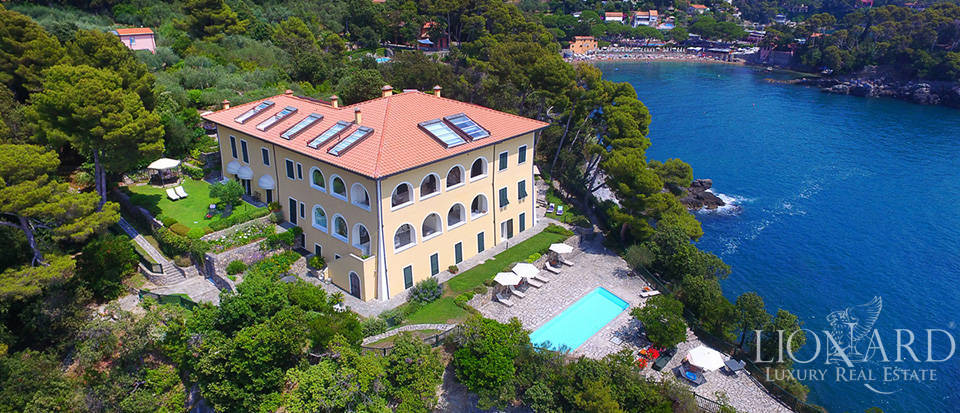 Sea-front apartment in Liguria Image 7