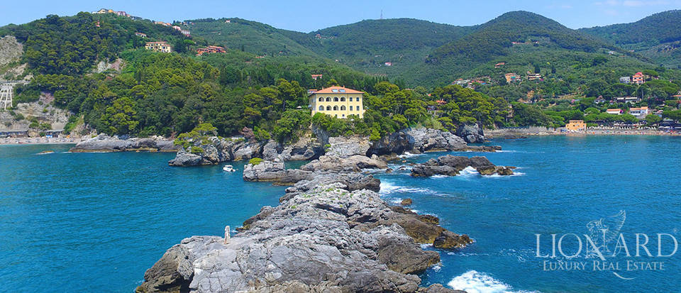 Sea-front apartment in Liguria Image 6