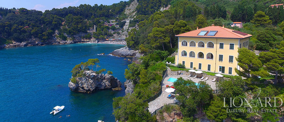 sea front apartment for sale in lerici