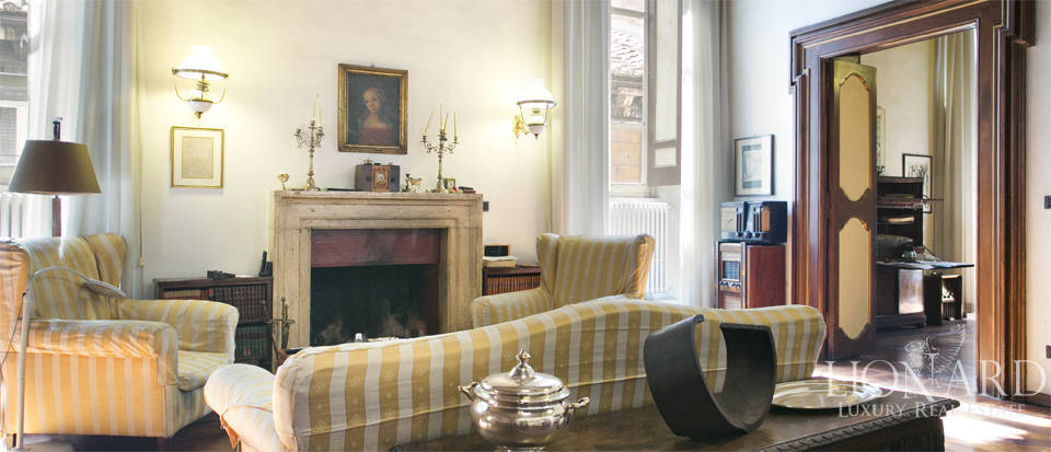 luxury apartment in an exclusive area in rome