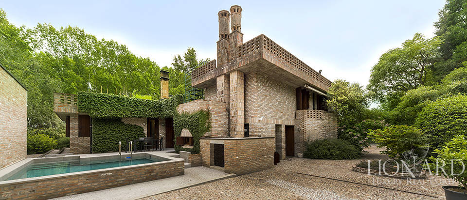 exclusive villa with swimming pool in venice