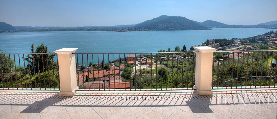 Luxury villa for sale in the province of Bergamo Image 18