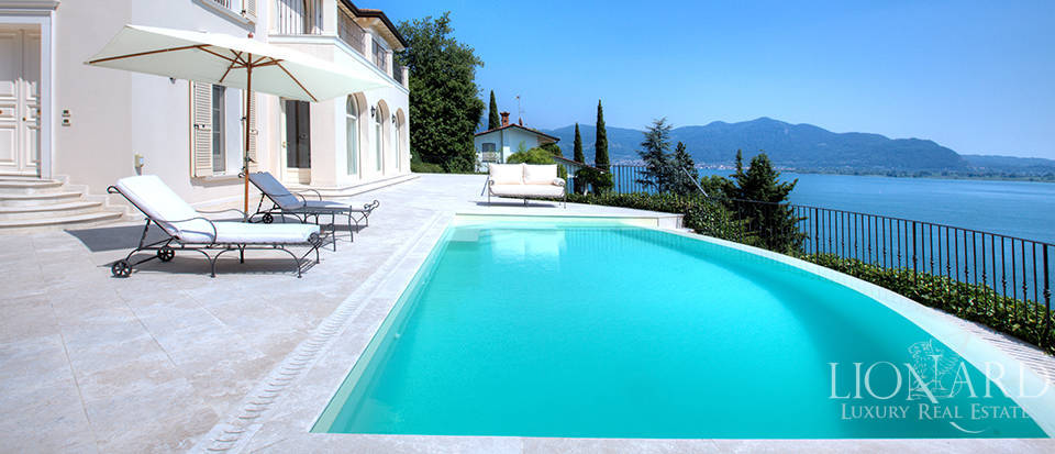 Luxury villa for sale in the province of Bergamo Image 1