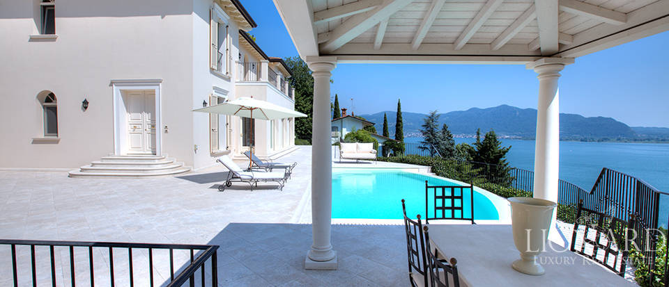 Luxury villa for sale in the province of Bergamo Image 4