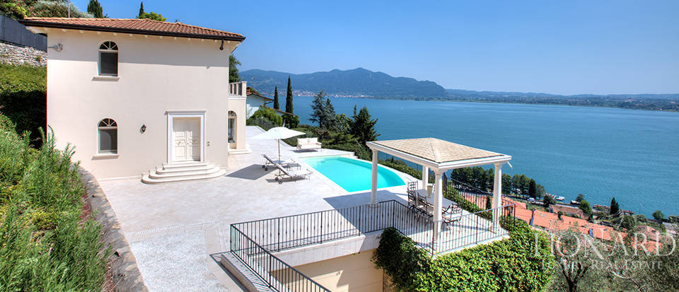 Luxury villa for sale in the province of Bergamo Image 8