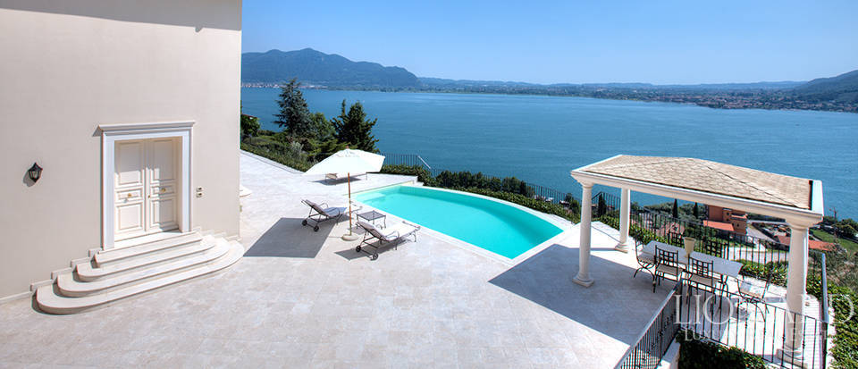 Luxury villa for sale in the province of Bergamo Image 7
