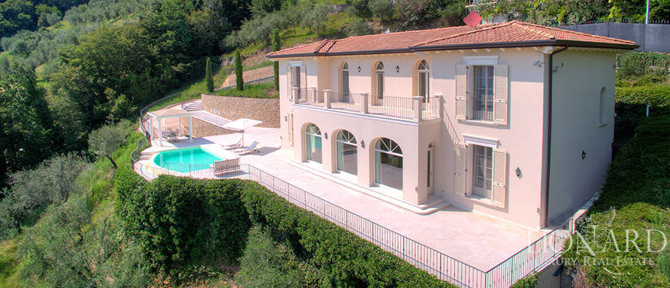 Luxury villa for sale in the province of Bergamo Image 2