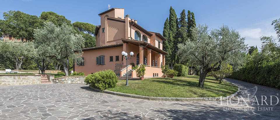 Luxury villa in an exclusive area near Florence Image 6