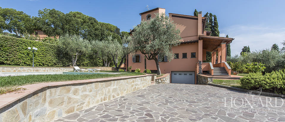 Luxury villa in an exclusive area near Florence Image 7