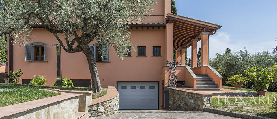 Luxury villa in an exclusive area near Florence Image 13
