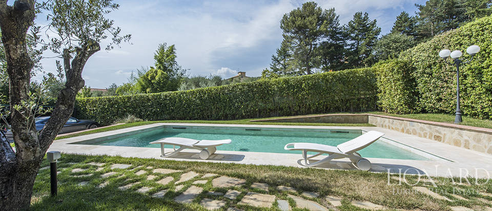 Luxury villa in an exclusive area near Florence Image 10