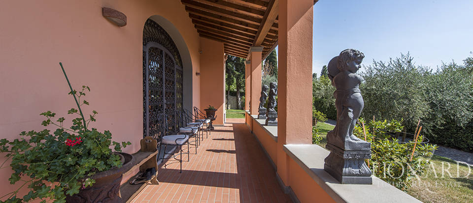 Luxury villa in an exclusive area near Florence Image 14