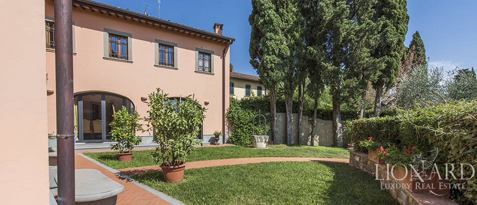 Luxury villa in an exclusive area near Florence Image 15
