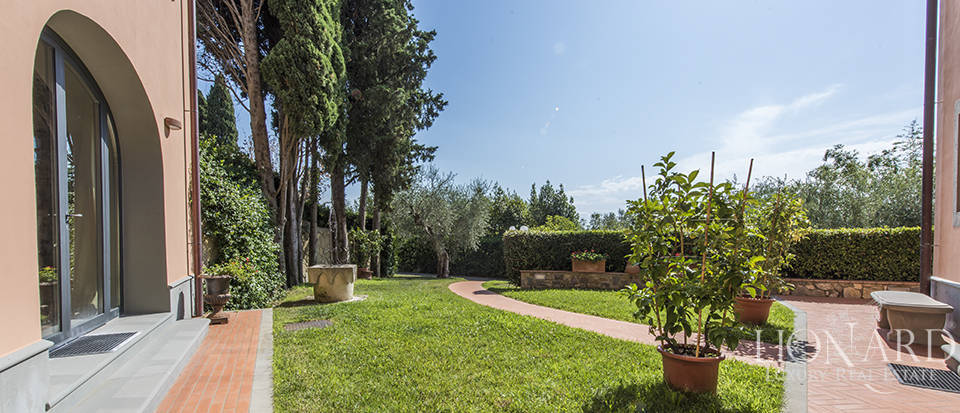 Luxury villa in an exclusive area near Florence Image 16