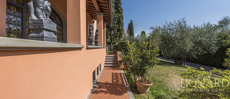Luxury villa in an exclusive area near Florence Image 17