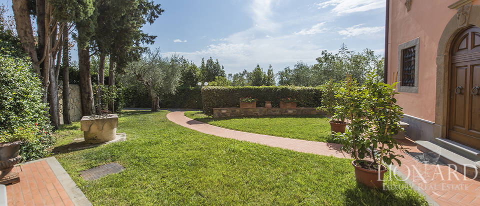 Luxury villa in an exclusive area near Florence Image 18