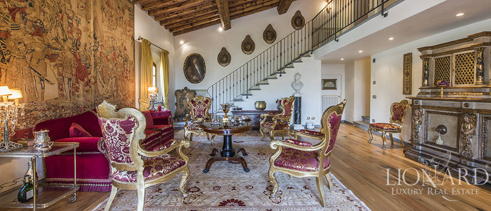 Luxury villa in an exclusive area near Florence Image 33