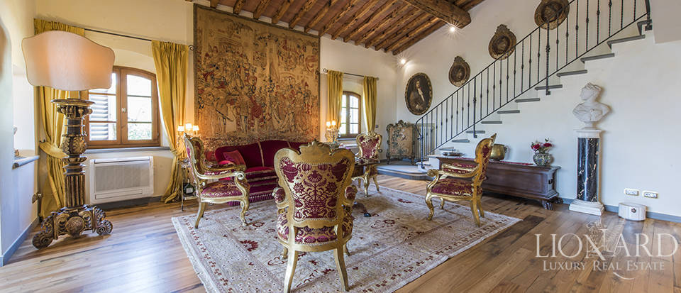 Luxury villa in an exclusive area near Florence Image 31