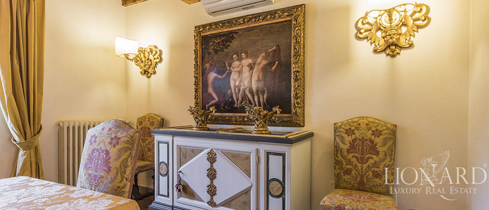 Luxury villa in an exclusive area near Florence Image 43