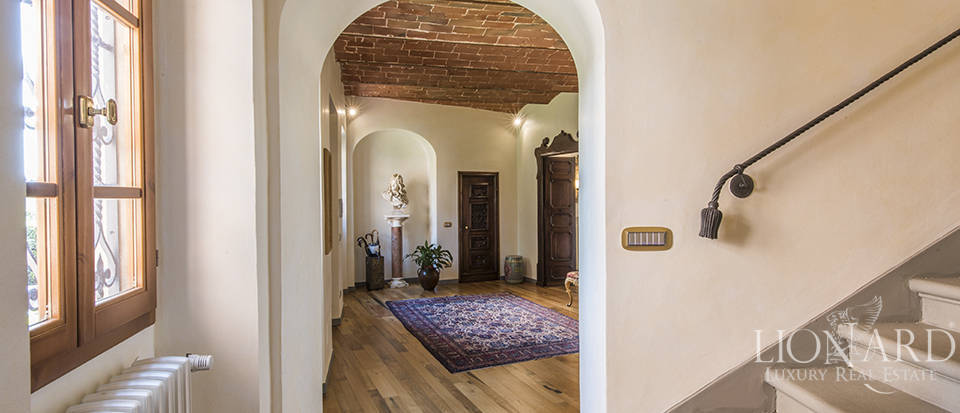 Luxury villa in an exclusive area near Florence Image 48